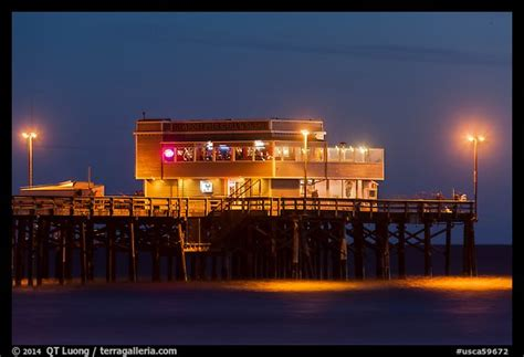 Picture/Photo: Newport Pier and restaurant at night