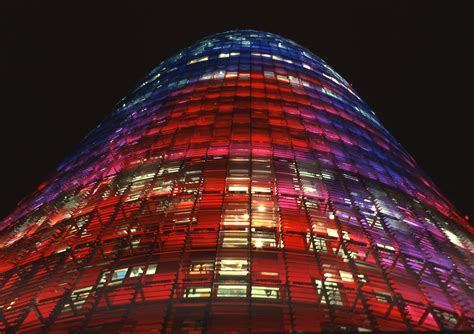 Diffraction, Torre Agbar, Barcelone, Espagne - Light ZOOM