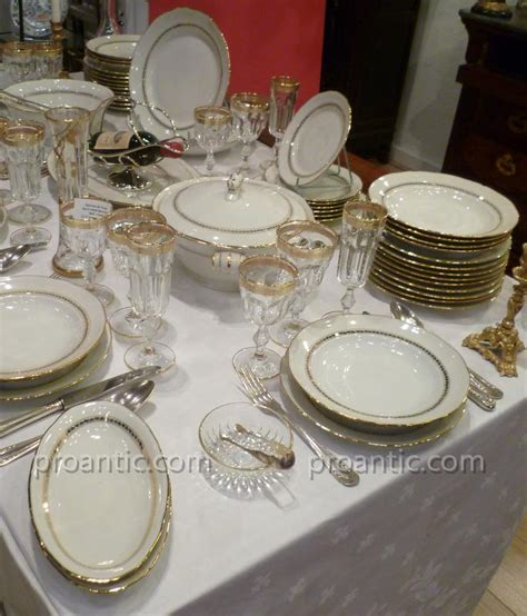 Service De Table En Porcelaine Blanche Filet Doré