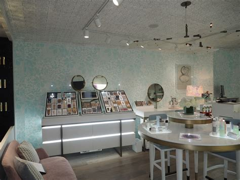 Sisley cosmetics store by Maude Boulleau & Christine d
