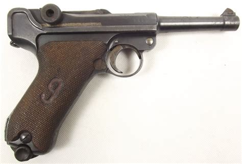 "Luger 1916 with ""red nine"" on grips"