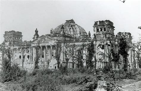 Reichstag in 1945 | My dad's trip to Europe: In July 1945